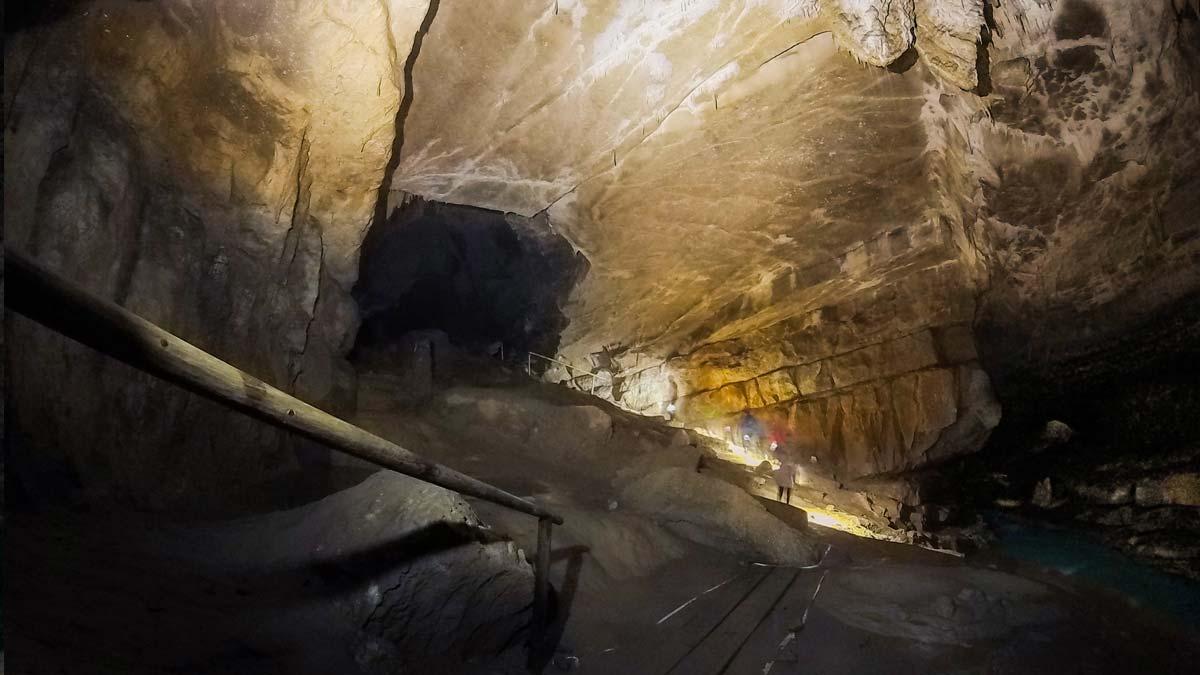 krizna-cave-river